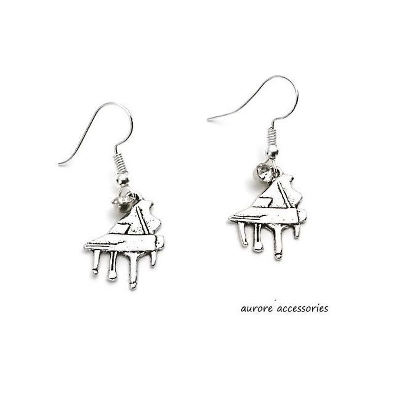 piano pierced earrings ピアノのピアス