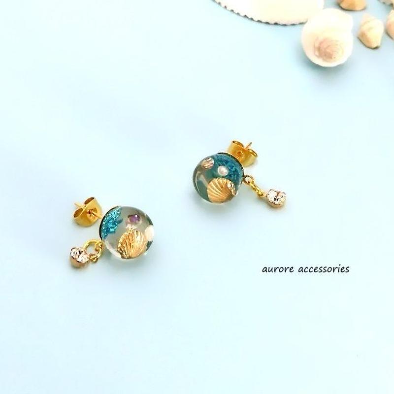 shell pierced earrings 貝がらのスタッドピアス