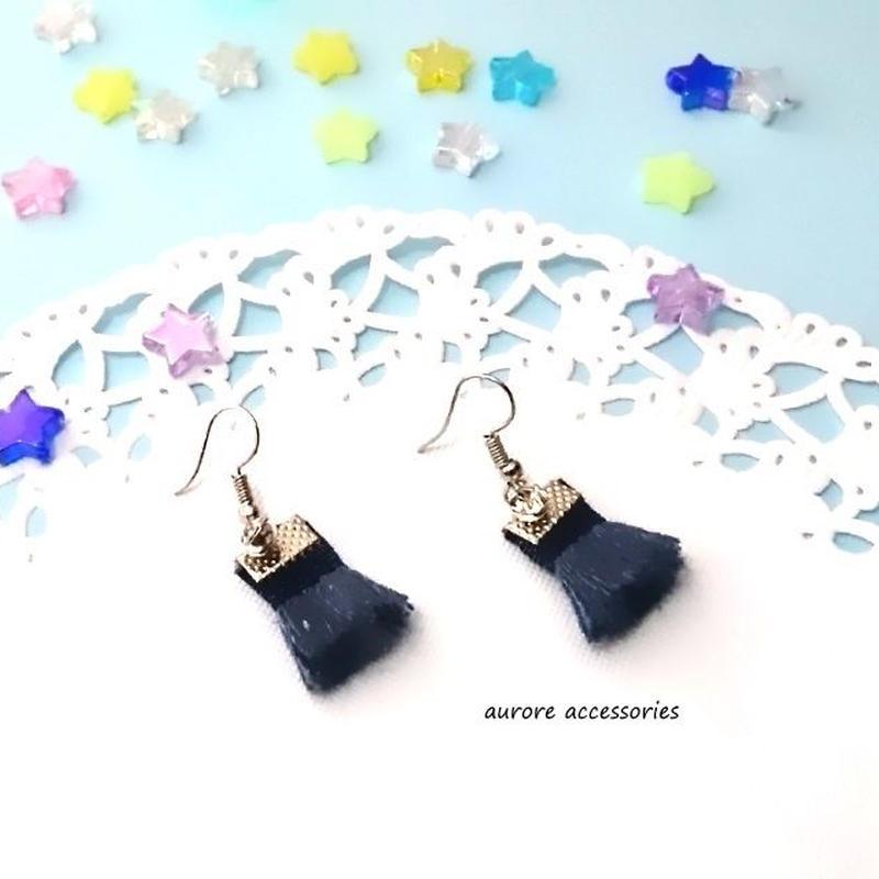 Tassel pierced earrings ネイビー タッセルのピアス 金具シルバー