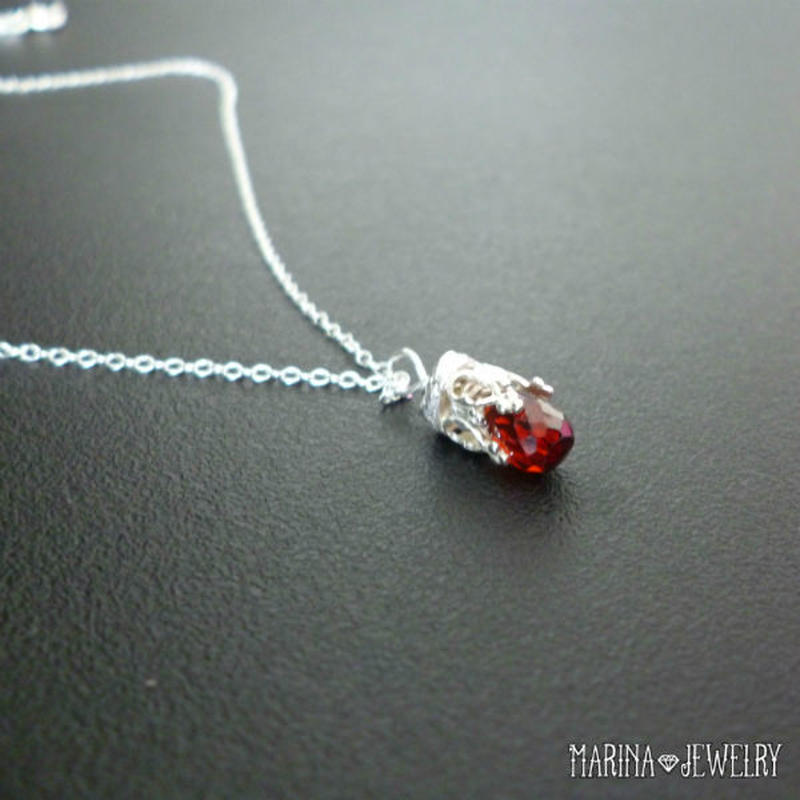 銀細工のネックレス - ガーネット -