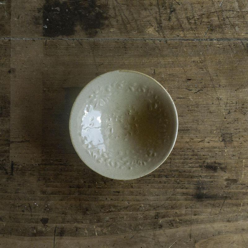 生形由香 灰釉刻紋小鉢