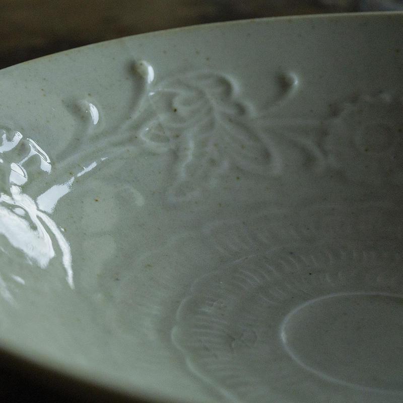 安齋新厚子 青磁刻紋6寸鉢