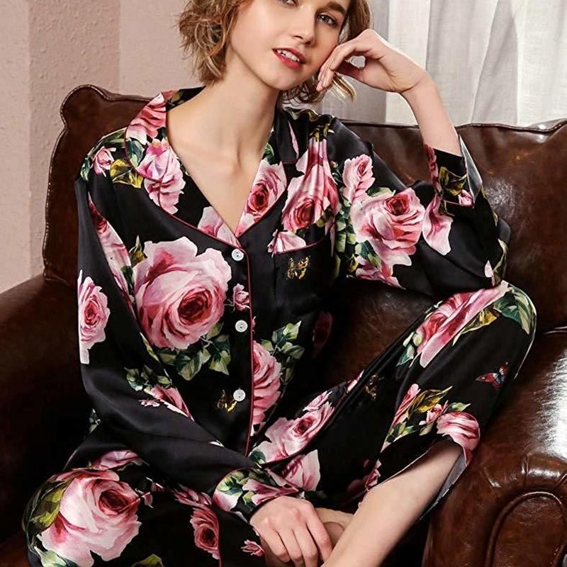 (MAYUDAMAシルク)シルク パジャマ シルク100% 絹100% 優雅 ロマンチック ローズ 花模様 長袖 レディース 春・秋 上下 2ピースセット  <ブラックローズ>