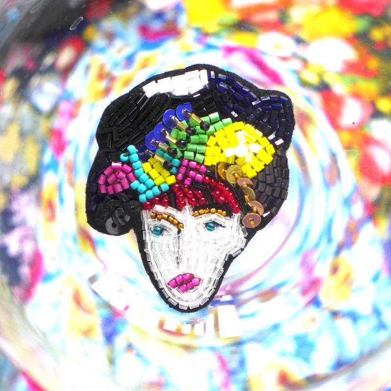 カラフルMUSUME   colorful girl  ビーズブローチhand made beads brooch.