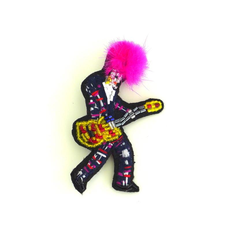 ピンクギタリストpink guitarist  | ビーズブローチ hand made beads brooch