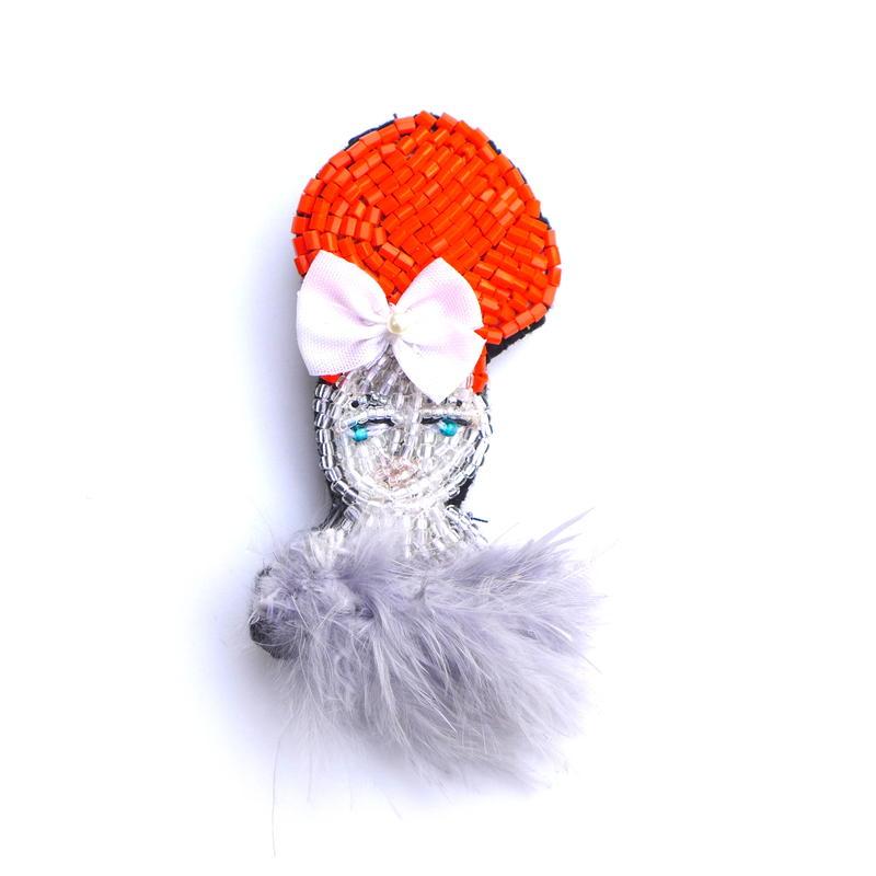 オレンジヘアガール orange hair girl    ビーズブローチ hand made beads brooch