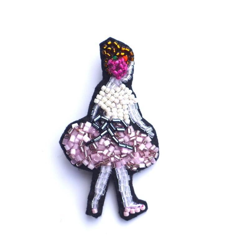 リトルプリマドンナ  a prima donna  | ビーズブローチ Hand made beads brooch