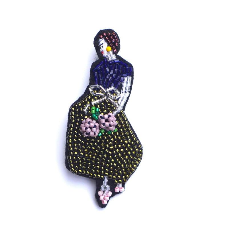 あじさいを持つ女  a hydrangea lady | ビーズブローチ hand made beads brooch