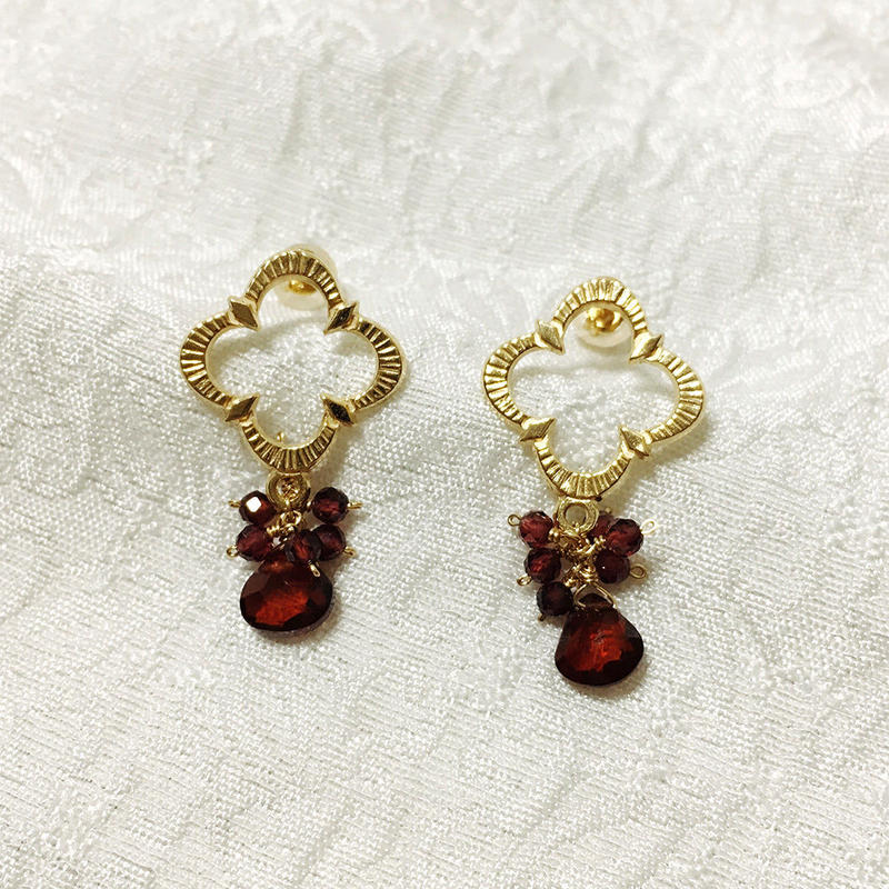 Petaroid short pierce Garnet [SV, GP]