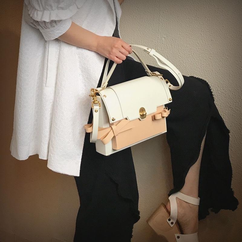 NIELS PEERAER 3BOW BAG(WHITE×NUDE)