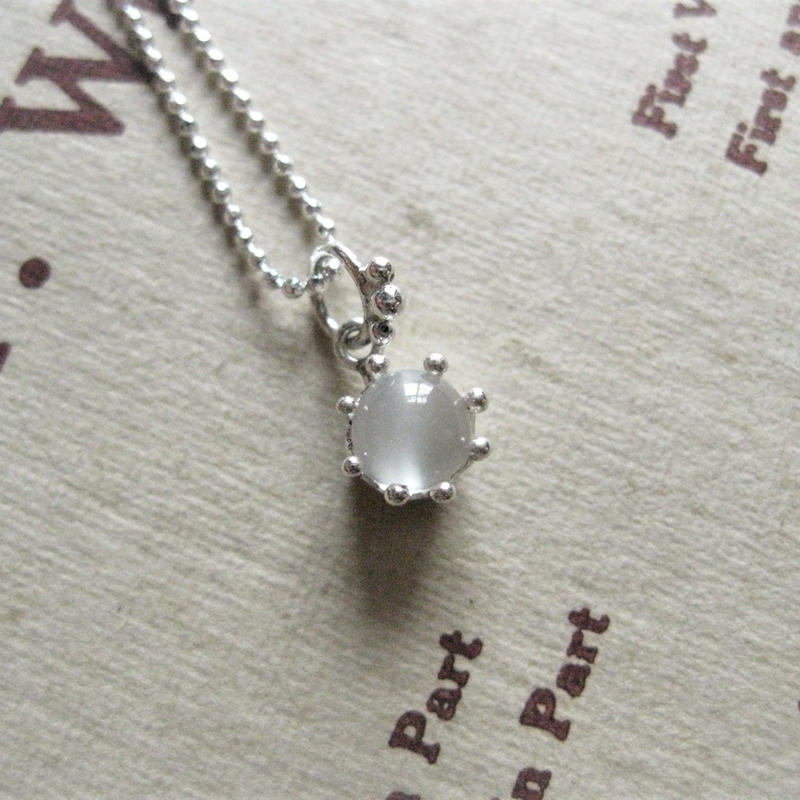 New!Milk Crown Necklace -moonStone/cabos-