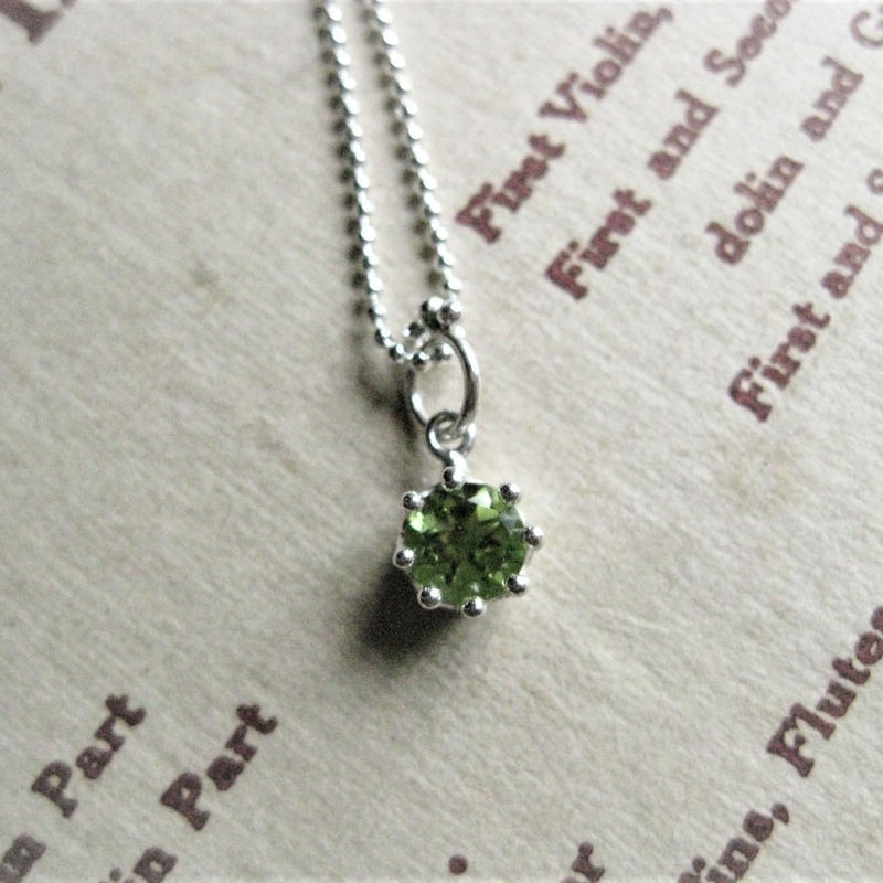 Milk Crown Necklace -Peridot/Cut-