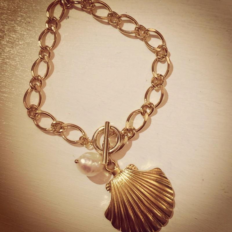 shell charm bracelet...❤︎
