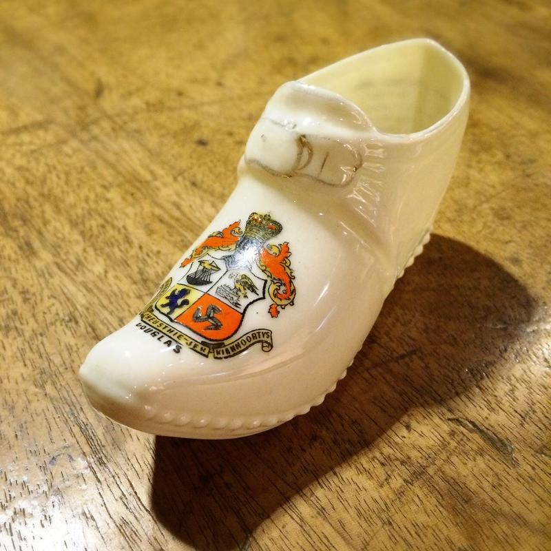 ちいさな 陶器の靴