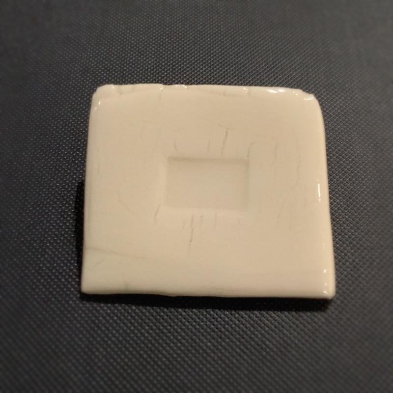 陶器のブローチ 4