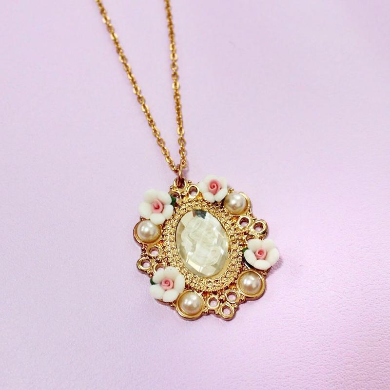 カメオネックレス/ Cameo Necklace