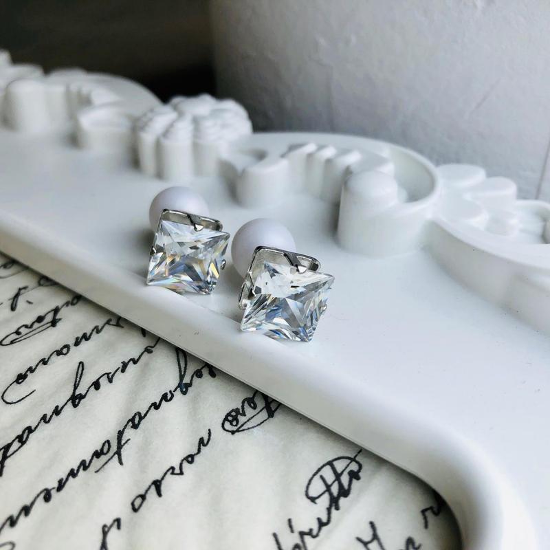 cube × pearl pierced earrings