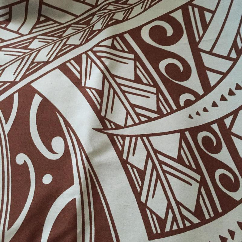ハワイ伝統トライバル柄ブラウン&ブルー