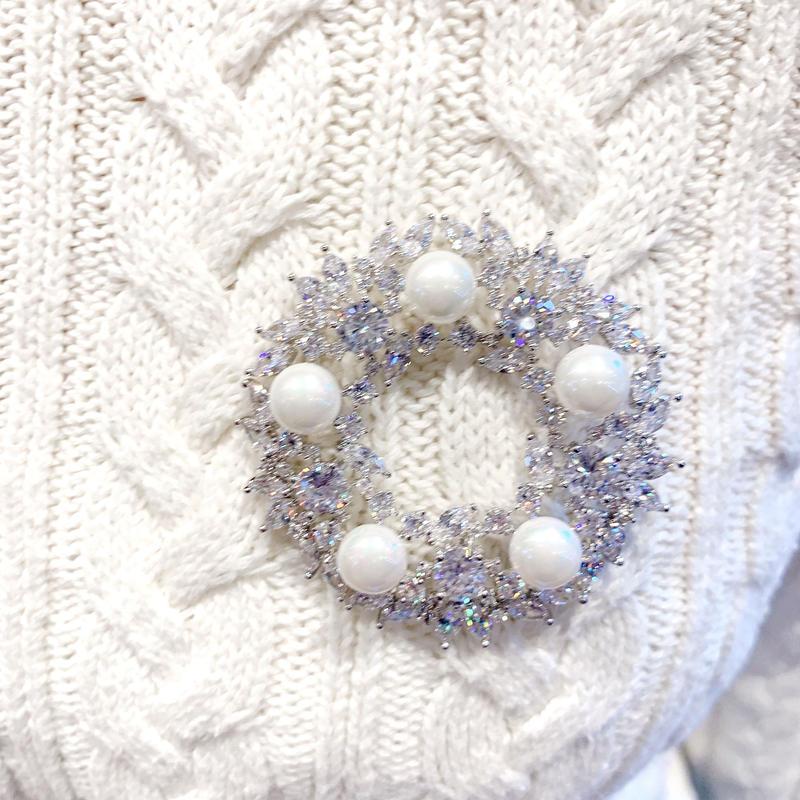 AAAcz Pearl Wreath Brooch