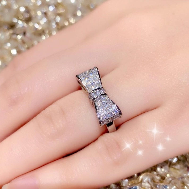 AAAcz Platinum Ribbon Ring