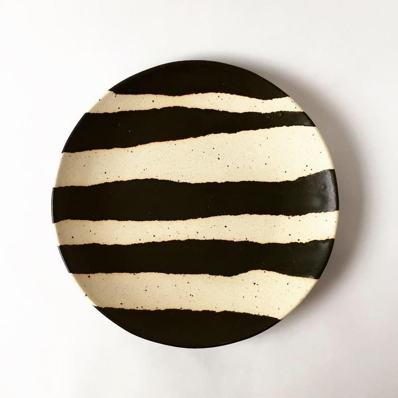 モノクロ皿(ストライプ)
