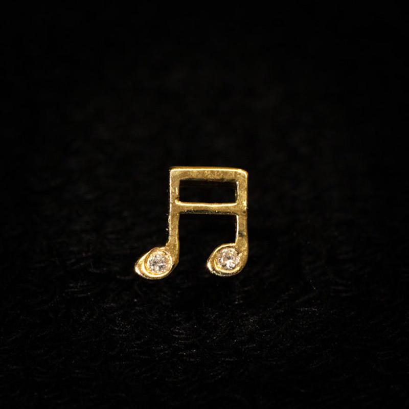ゴールドピアス 音符 K18 ダイヤ