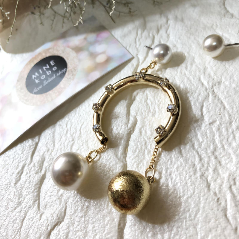 【チタン】asymmetry big curve pearl ball pierce