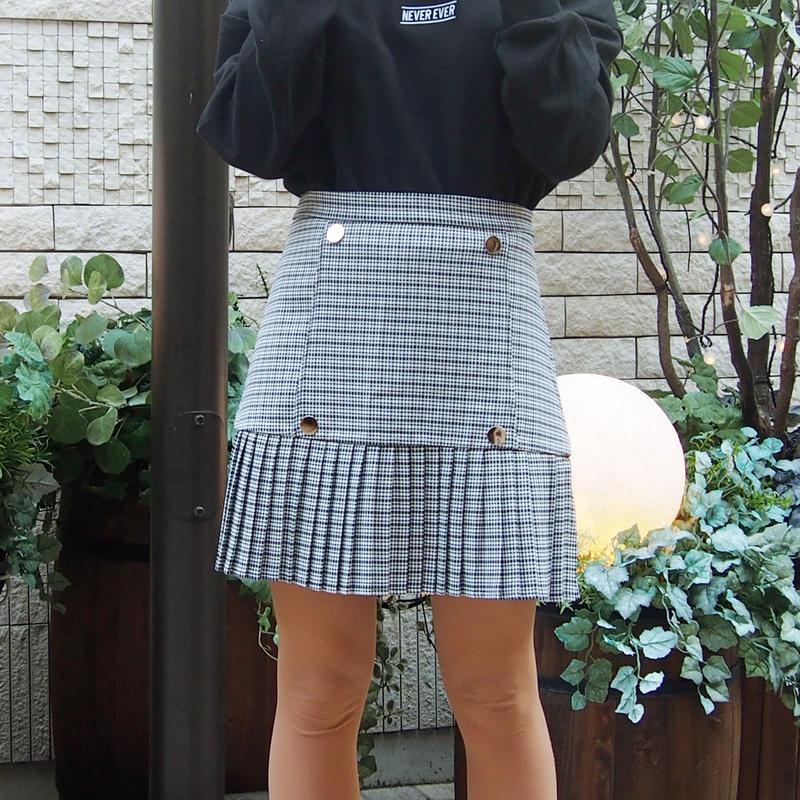 ボタンつきチェック切替スカート