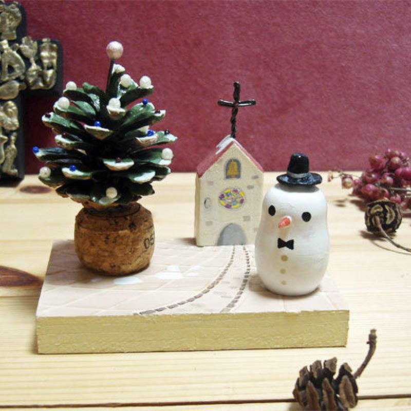 クリスマスミニオブジェ*松ぼっくりツリーとシルクハットのスノーマン