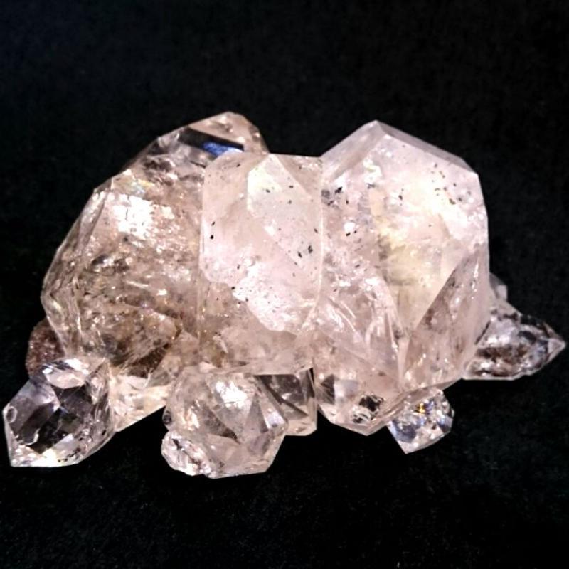 ボリュームと存在感No.1!ニューヨーク州でしか産出されない稀少なクリスタル☆抜群の透明感とダブルポイントの結晶が特徴「ハーキマーダイヤモンド」