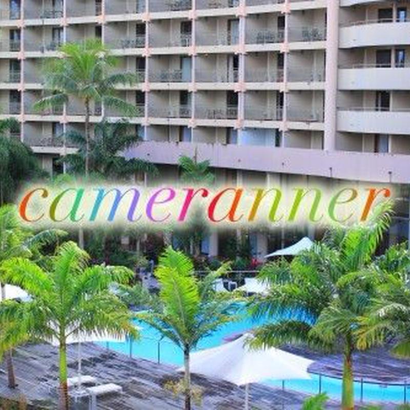 ホテルのプールサイドの写真