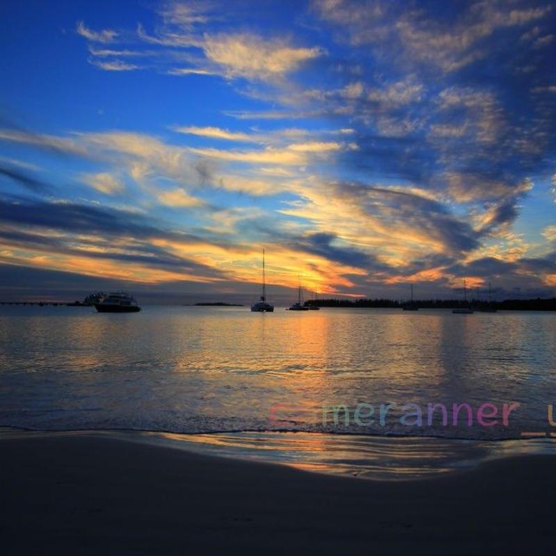 夕焼けの海の写真
