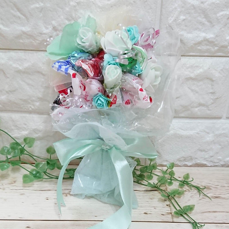 お花いっぱい♡幸せのティファニーブルー・キャンディブーケ