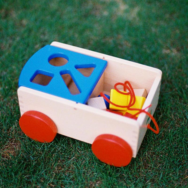 〈8ヶ月-〉【動きの玩具】〈1才-〉【型はめ遊び】【「形」の玩具】〈2才-〉【引いて歩く玩具】N車付ポストボックス青