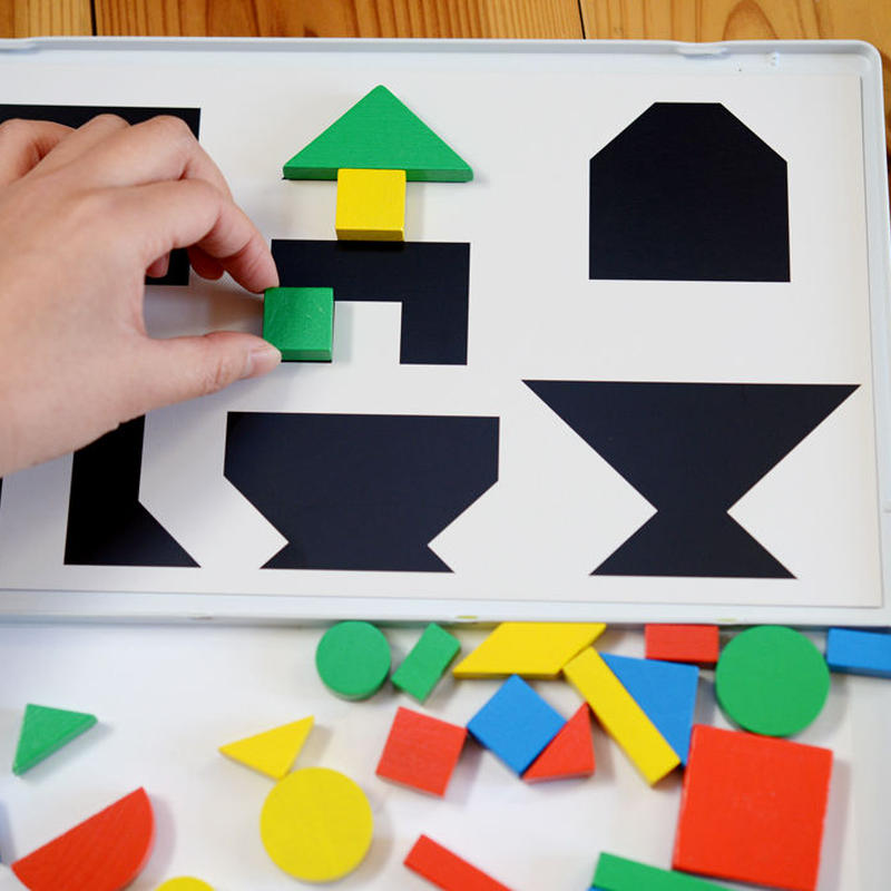 〈4才-5才〉【マグネット玩具】【形の構成遊び玩具】缶入マグネット 34ピース