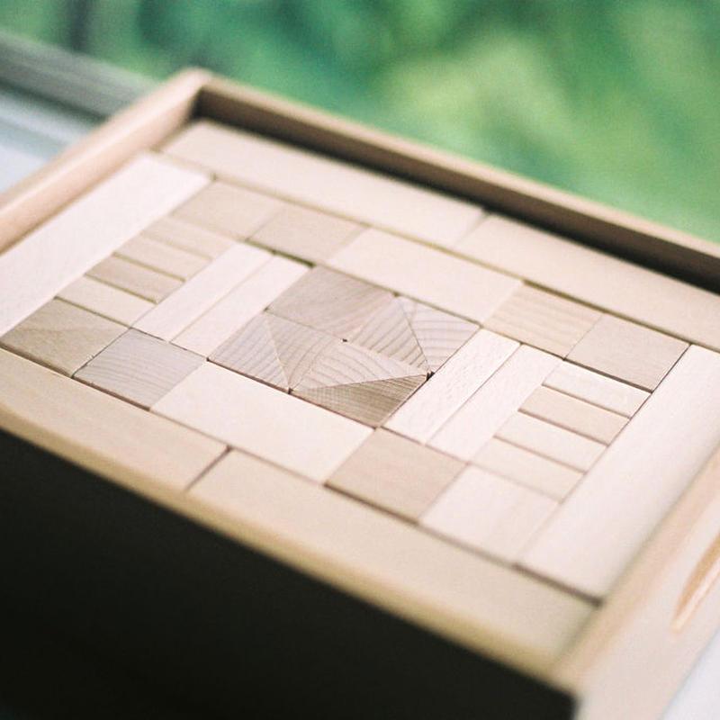 〈3才-〉【積木/基本の積木(基尺3.3cm)】フレーベル積木(小)(100ピース/木箱入り)