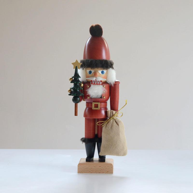 【クリスマス】くるみ割り人形 とんがり帽のサンタとツリー