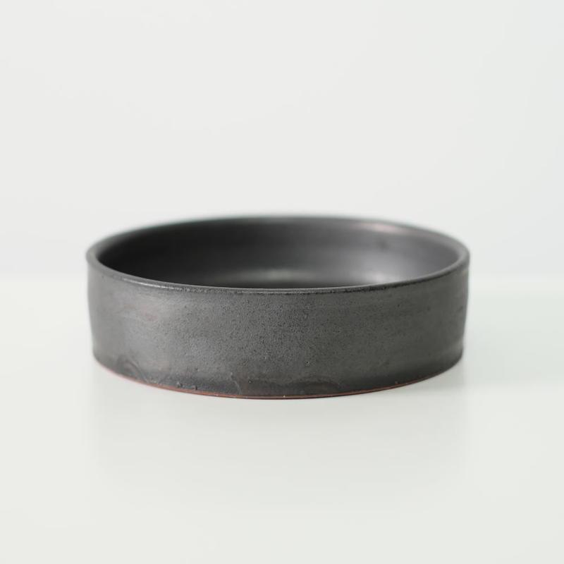 鈴木 進 黒釉平筒小鉢