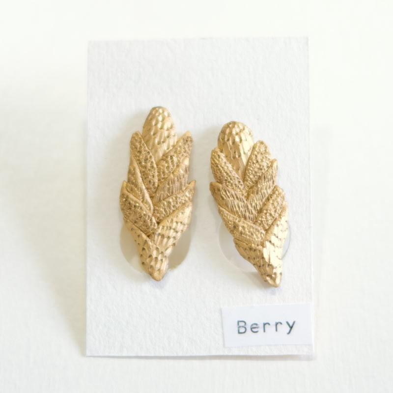 陶磁器イヤリング(berry)