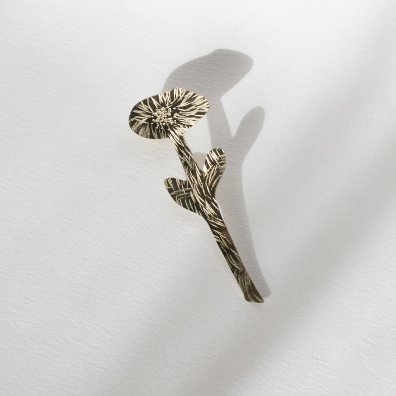 【新作】真鍮ピンブローチ「一輪の花」