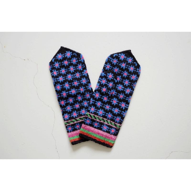 エストニアの手編みのミトン