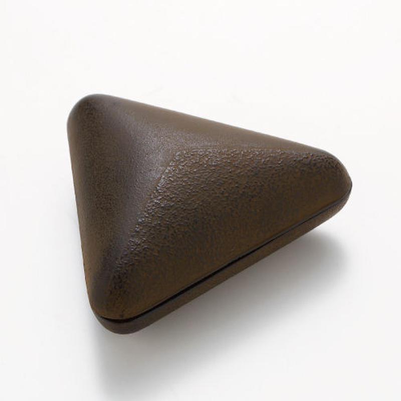 三角小箱『素黒目』
