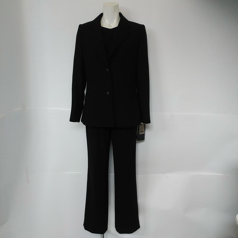 ミセス向きブラックフォーマルパンツスーツ