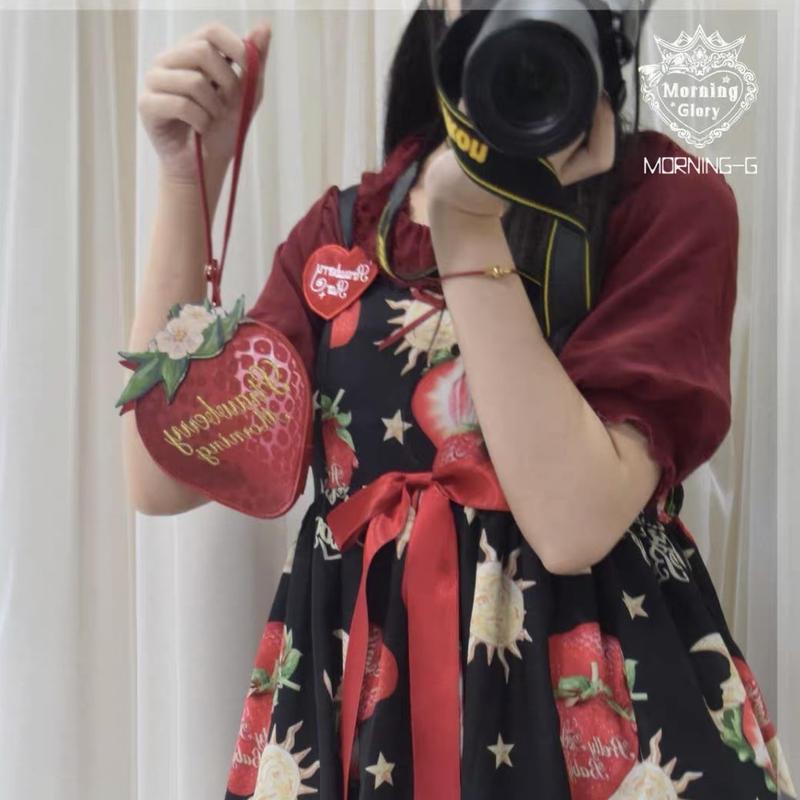 【ご予約】絵本苺のポーチ