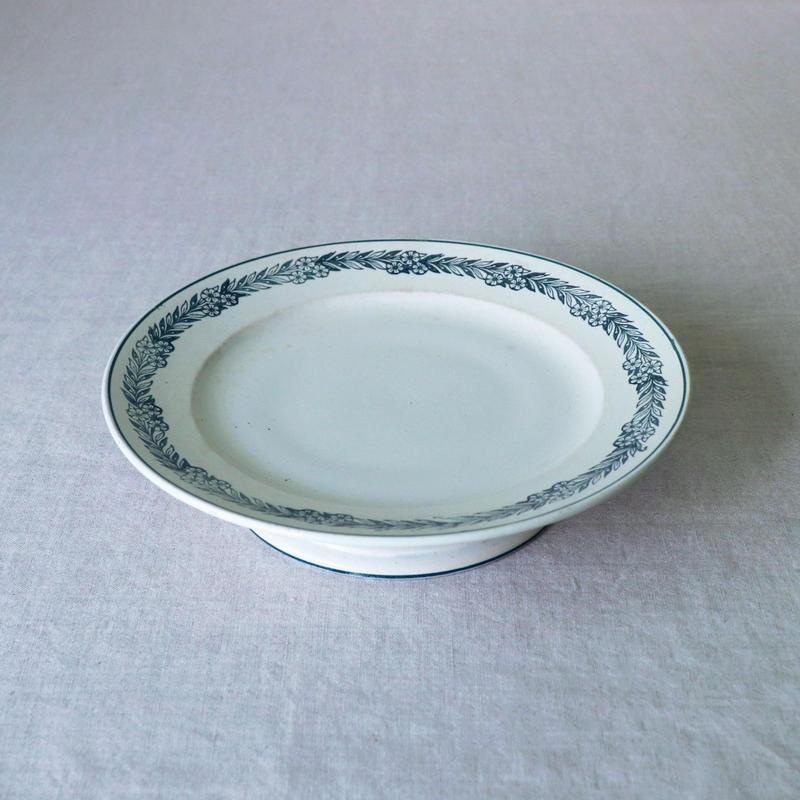 陶器のケーキスタンド