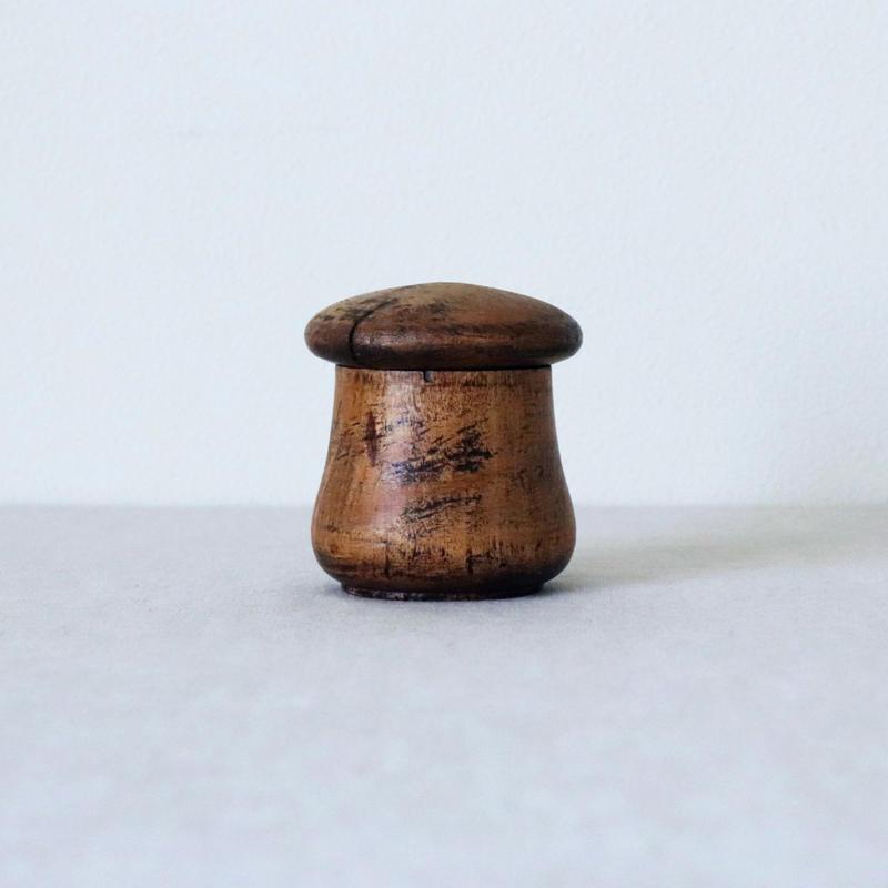 キノコ型の木製ケース