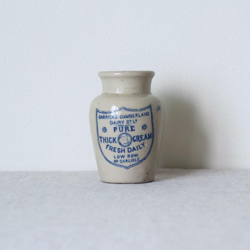 陶器のクリームポット