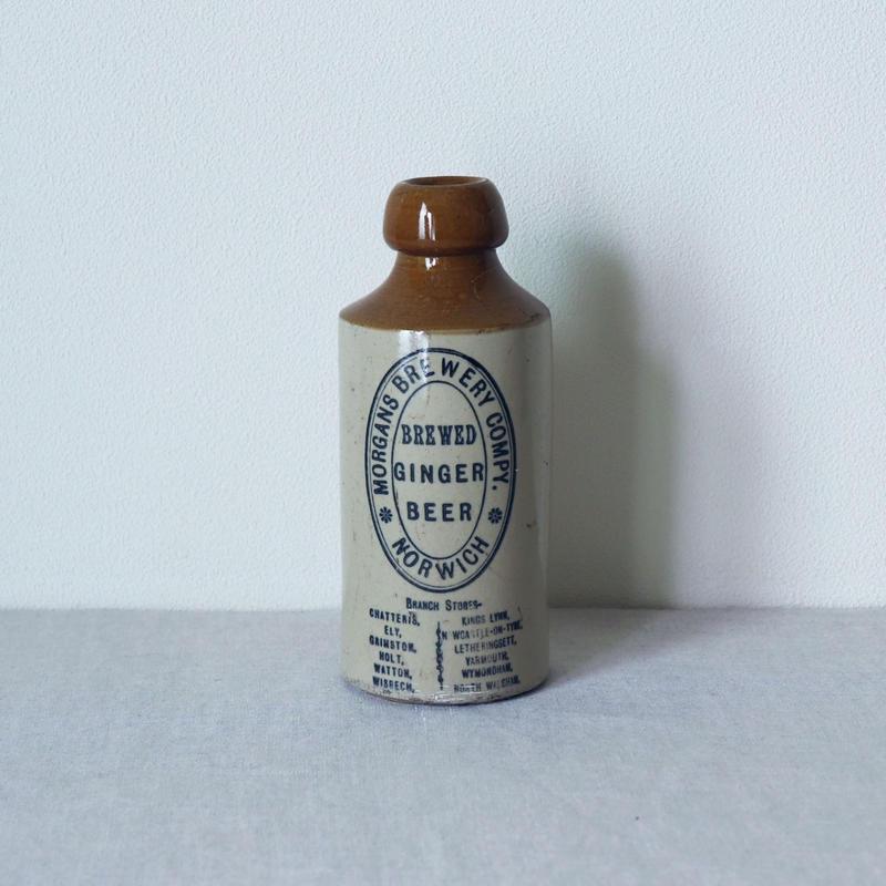 陶器のジンジャービールボトル