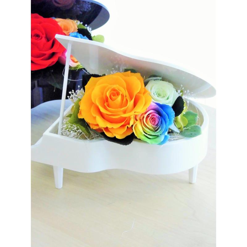 プリザーブドフラワー レインボーローズ ''Piano Rainbow''ピアノアレンジ ホワイト