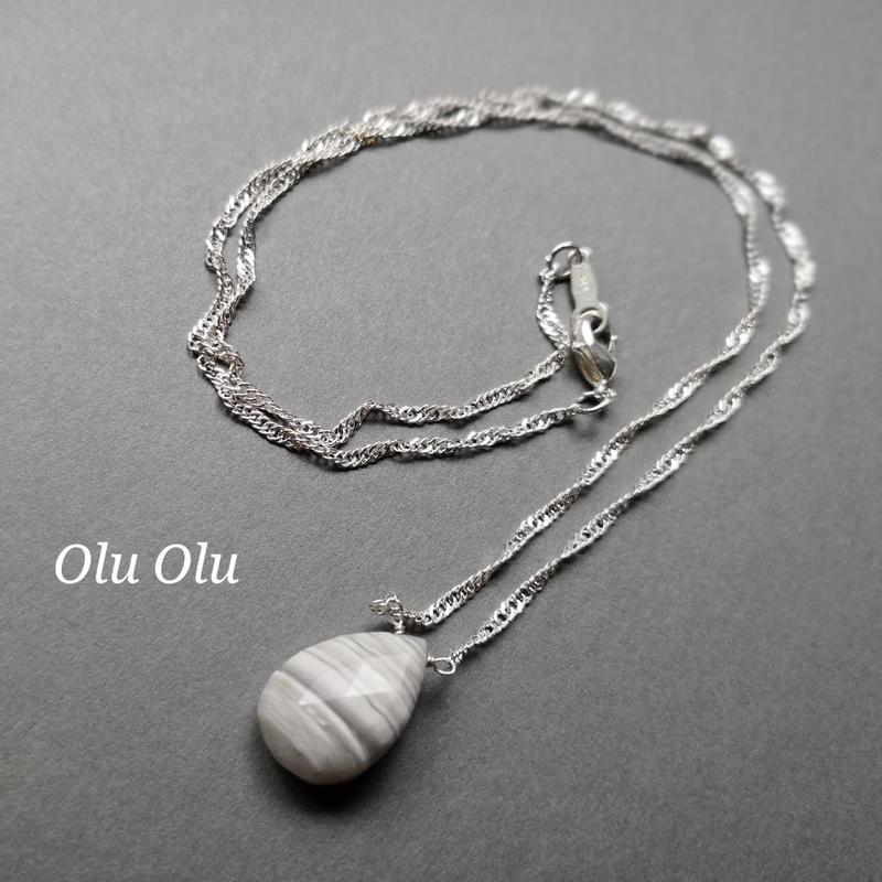 ストライプブルーオパールのネックレス